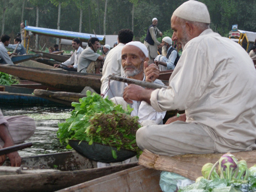 Market on the water, Dal Lake
